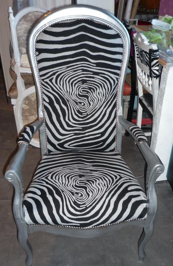 Voltaire zebre noir et gris - Retapisser un fauteuil voltaire ...